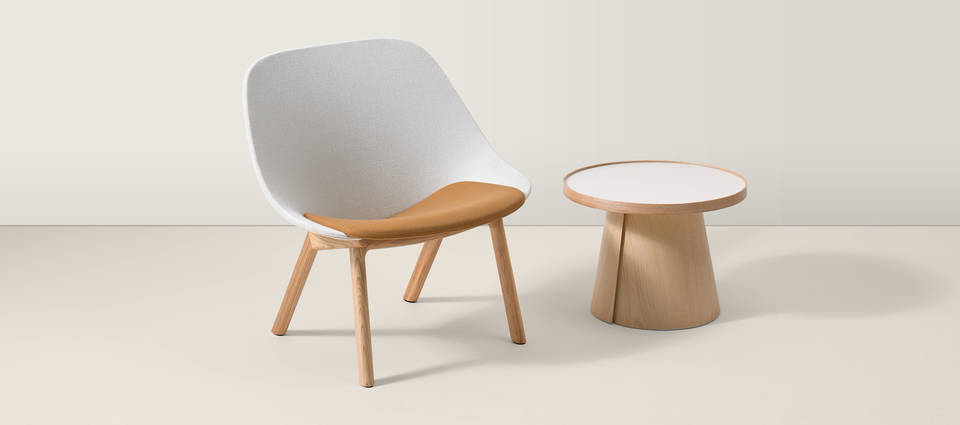 Penna Lounge with Small Round Table